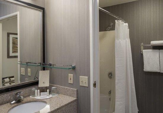Vacaville, CA: Suite Bathroom