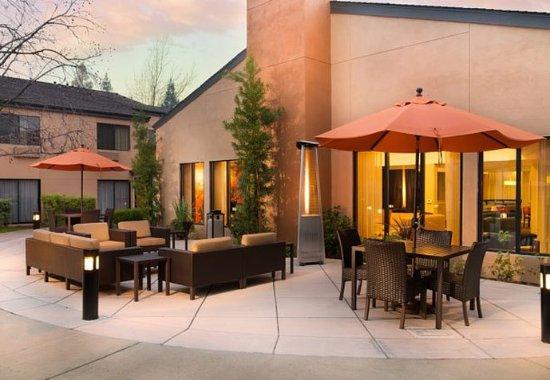 Vacaville, CA: Courtyard Lounge