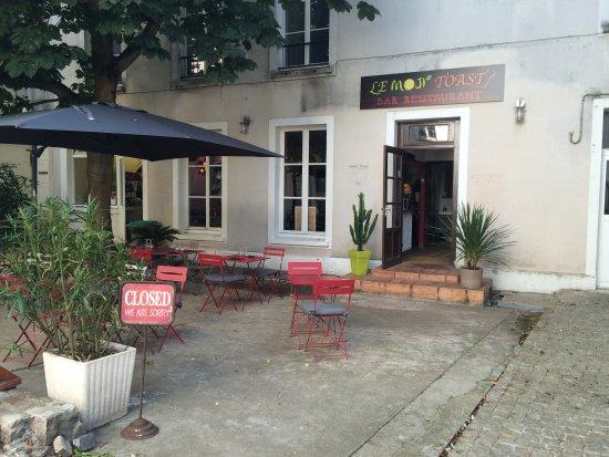 Dourdan, ฝรั่งเศส: Façade du restaurant