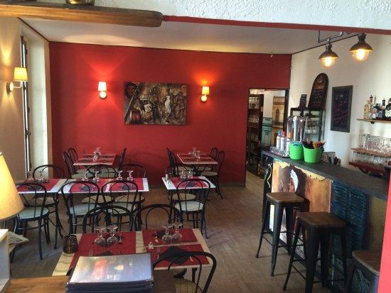 Dourdan, ฝรั่งเศส: Intérieur du restaurant
