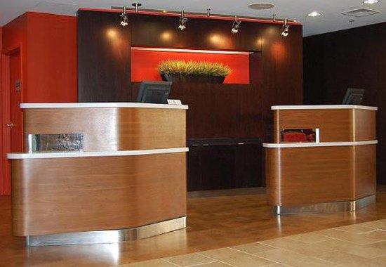 Orange, Коннектикут: Front Desk
