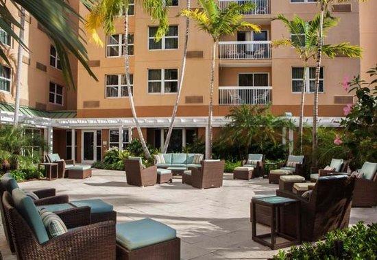 Courtyard Miami Aventura Mall: Outdoor Patio