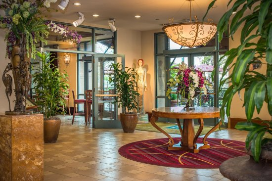 Embassy Suites by Hilton Sacramento - Riverfront Promenade: Lobby View