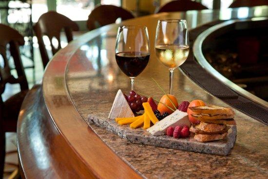 Embassy Suites by Hilton Sacramento - Riverfront Promenade: Bar