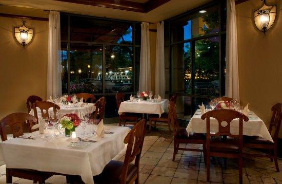 Embassy Suites by Hilton Sacramento - Riverfront Promenade : Tower Bridge Bistro