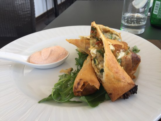 Strogili Restaurant: Spring rolls with zucchini, sun dried tomatoes and feta cheese