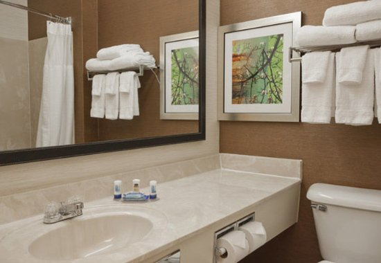 Marion, OH : Suite Bathroom