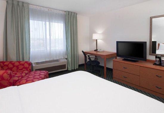 Hudson, WI: Queen Guest Room
