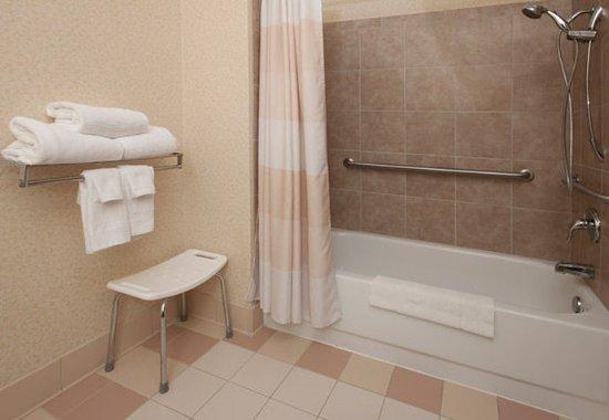 Hudson, Висконсин: Accessible Guest Bathroom