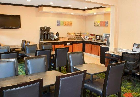 Forsyth, IL: Breakfast Area