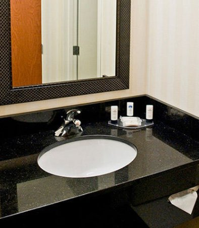 Racine, WI: Guest Bathroom