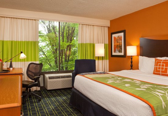 Fairfield Inn Bangor: King Guest Room