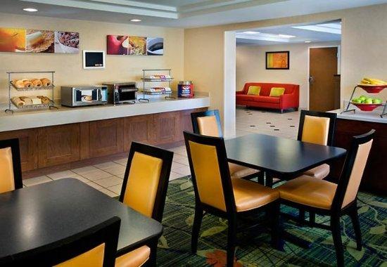 Tewksbury, Μασαχουσέτη: Breakfast Room