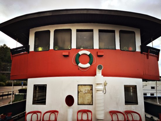 The Red Boat Hotel & Hostel: sleeping boat