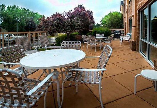 Fairfield Inn & Suites Denver North/Westminster : Outdoor Patio