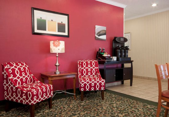 Fairview Heights, IL: Lobby Sitting Area