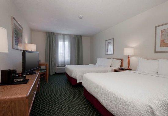 Fairview Heights, IL: Queen/Queen Guest Room