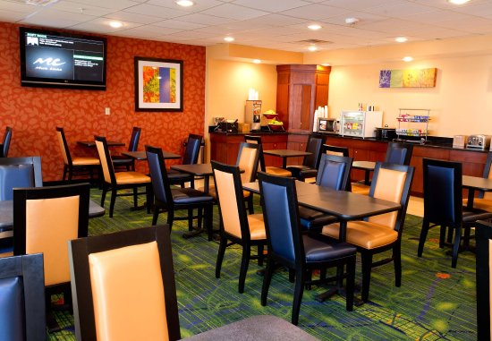 Fairfield Inn & Suites Dallas DFW Airport North/Irving: Breakfast Seating Area
