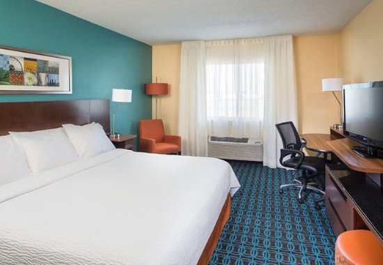 Mishawaka, IN: King Guest Room