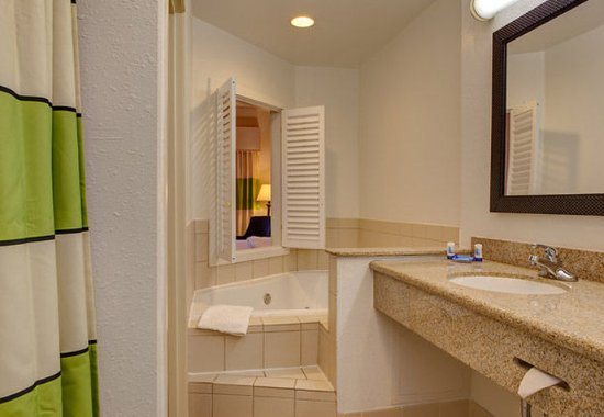 Noblesville, Индиана: King Spa Guest Room