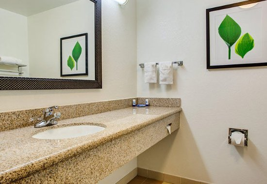 Noblesville, IN: Guest Bathroom