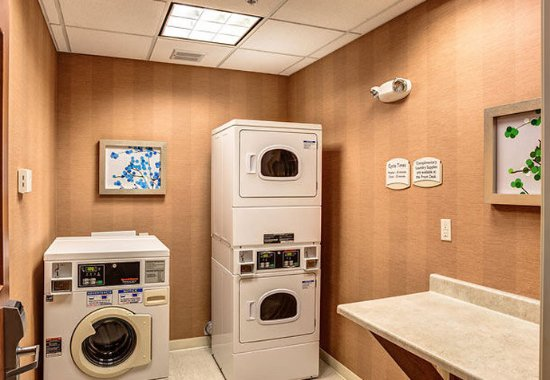 Noblesville, IN: Guest Laundry