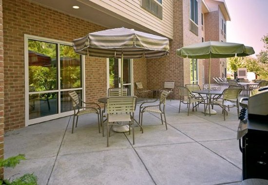 Fairfield Inn & Suites Brunswick Freeport: Outdoor Patio