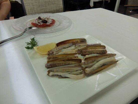 El Cangrejo Loco: 手前はマテ貝の鉄板焼き