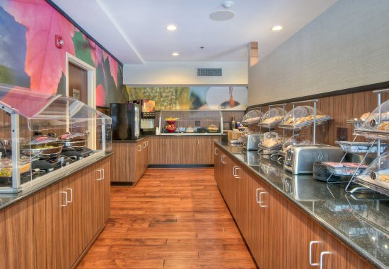 Fairfield Inn & Suites Raleigh Crabtree Valley : Hot Breakfast Buffet