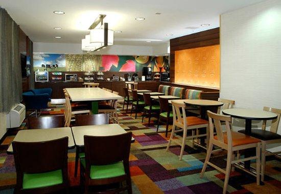 Fairfield Inn Kalamazoo West: Lobby – Dining Area
