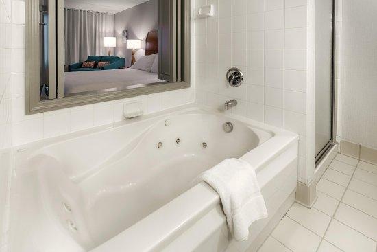 Twinsburg, Οχάιο: Whirlpool Suite Bath