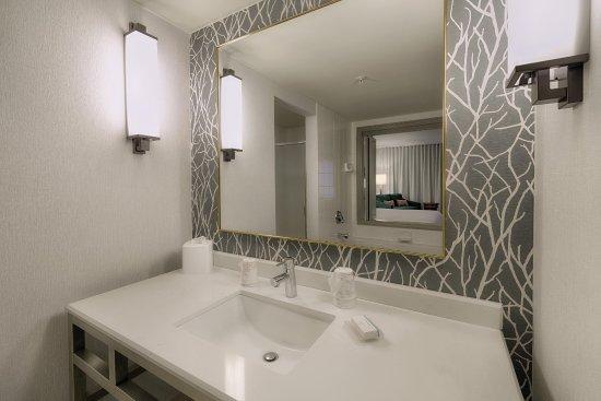 Twinsburg, Огайо: Whirlpool Suite Sink
