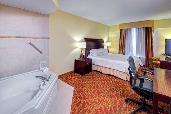 Hilton Garden Inn Augusta: King Suite with Whirlpool