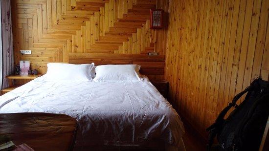 Baike Hotel : Le lit où on dort super bien. Meilleur oreiller des 5 semaines en Chine !!