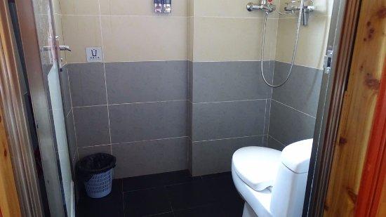 Baike Hotel : La douche / WC : pas super pratique mais commun en Chine