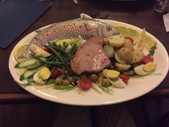 Colintraive, UK: Fresh Tuna Steak cooked to perfection