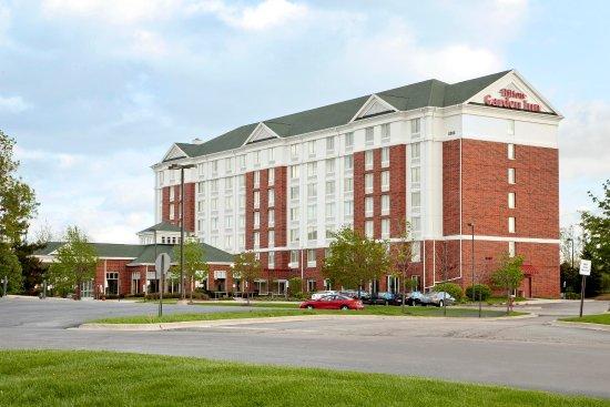 Hilton Garden Inn Hoffman Estates: Hotel Exterior