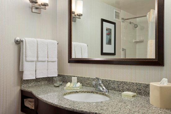 Hoffman Estates, IL: Guest Bathroom