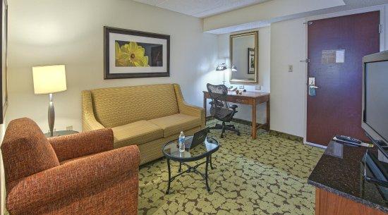 Auburn, AL: Suite Living Area