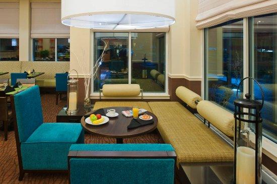Hilton Garden Inn Allentown-Bethlehem Airport: Breakfast Seating