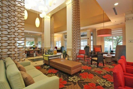 Chesterton, IN: Modern lobby