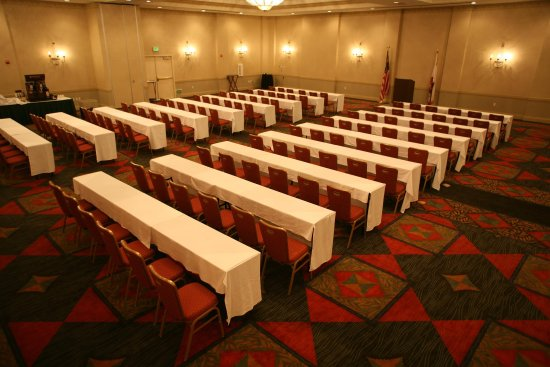 Fairfield, CA: Ballroom - Classroom Seating