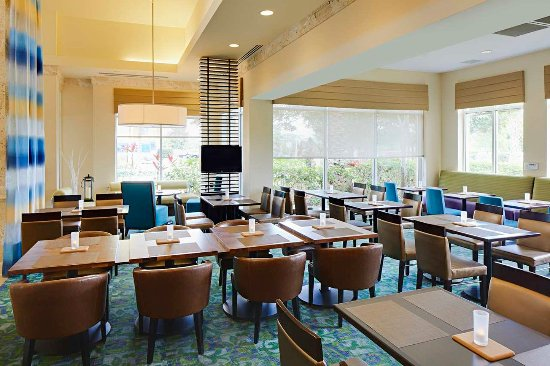 Hilton Garden Inn Orlando International Drive North: Garden Grille Seating Area