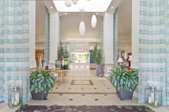 Wooster, OH: Comfortable Lobby
