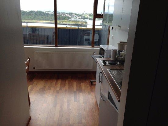 Kopavogur, ไอซ์แลนด์: Eingang mit Küche