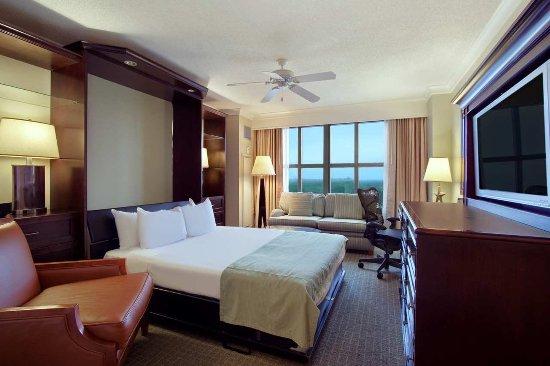 Hilton Virginia Beach Oceanfront: Club Parlor Wall Bed Suite- City View DU
