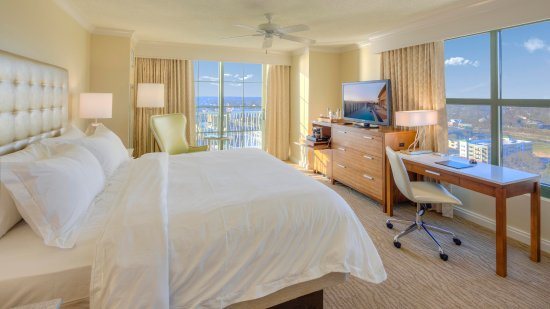 Hilton Virginia Beach Oceanfront: King City View Room