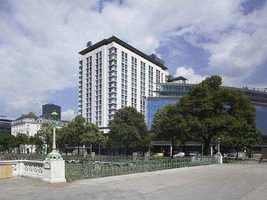 Hilton Vienna: Exterior