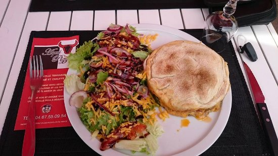 Saint-Clement-de-Riviere, France: pizza burger