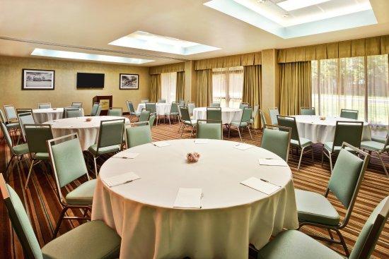 Manassas, VA: Round Table